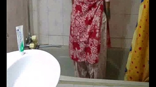 indian babe meenal sood in selfshot shower video stripping naked and exposing