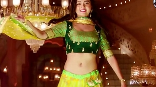 Indian bi-monthly actress Tejaswi Prakash showing creamy navel